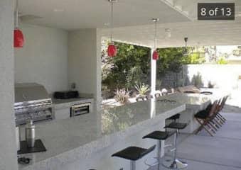 Outdoor bar/dining