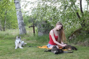 Yrsa in the garden with Ronja, Buster and Molly.