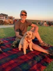 Don & Peppi enjoying the sunset (housesit in Margaret River, Western Australia)