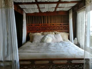 Romantic Master King Bed overlooking Bay with sitting couch