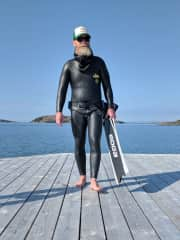 Kristoffer preparing for a freedive