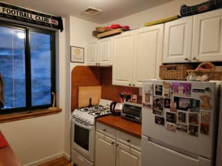 Our kitchen has everything you need, from appliances to stoneware, utensils, oils for cooking, etc.