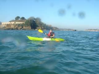 Kayaking to Drakes Island