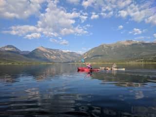 Lee and Jen kayaking