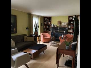 Living room - smart tv, netflix, lots of channels, etc.