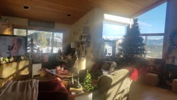 Living Room w/View to Mountains