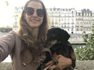 Poppy in I in Paris