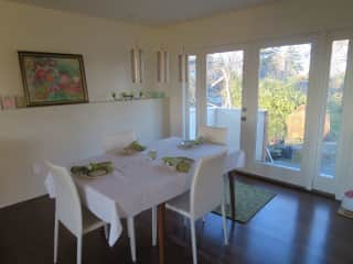 dining room opens onto back deck