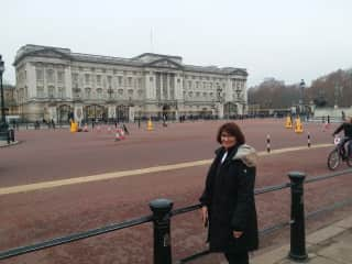 Lynn at Buckingham Palace, just finished petsit in Cornwall and on the way to Scotland for another one!