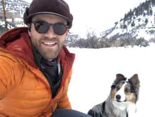 Daniel and Marlowe cross country skiing in Spring Canyon (Utah).