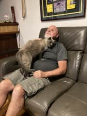 Colin with the magnificent 'Oliver' a 12 yr old we looked after for 3 months in Busselton WA. He loved to sleep curled up in the bed with us, a real smoocher ❤️