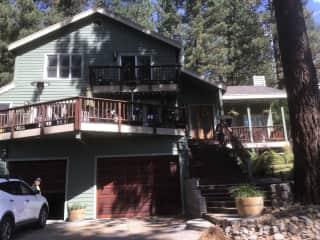 3 Bedroom house across from huge protected meadow & 15 minute walk  to Lake Tahoe ❤️