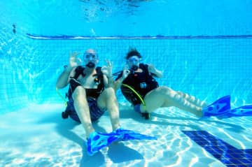 Chris and Rach Practice Scuba Dive