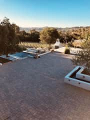 Large court yard in front of the home overlooking the vineyard