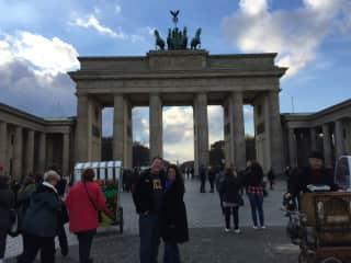 We love to travel (Brandenberg Gate/Berlin)