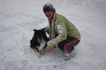 Lisa in the snow with Siena