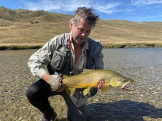 Guy with 8.5lb Otago Brown Trout... safely released back to be caught another day.  Nevis River, Otago, NZ 2020