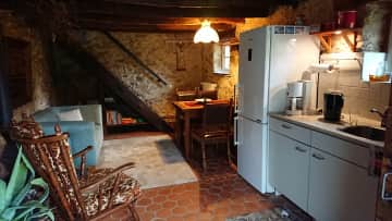 This is the kitchen and the dining area on the first floor. On the left is a wood burner available. The stoof and oven is situated behind the front door.