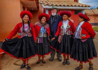 Our favorite pastime is travel and meeting people. Here four delightful ladies we met somewhere in Peru.