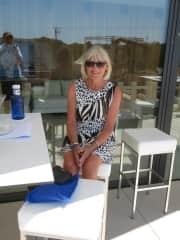 Renate auf Mallorca als Zuschauerin beim Tennismatch