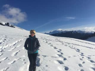 Yvonne hiking col d'aravis French Alps