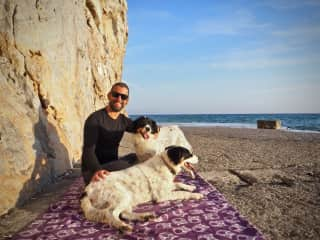 Catching the sunset with Klara and Mini (Santorini, Greece, January 2017)