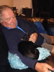 Gerry with cat in Auckland, NZ