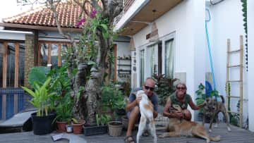 Picture together with Argo, Roxy and Ray during a one-month-housesit in Sanur