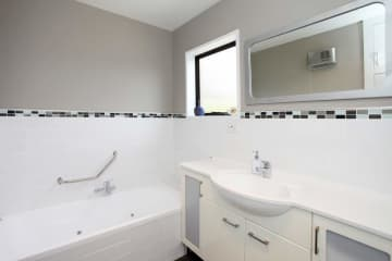 Shower and bath, with separate toilet.