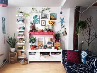 A bit boho style and a lot of plants!