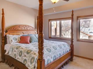 Guest bedroom - king sized bed!