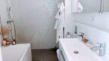 2nd bathroom, 2nd floor