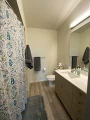 2nd bathroom with tub