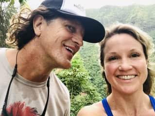 Liz & Jon hiking in Hawaii 2018