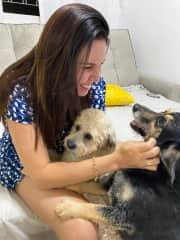 Esse é nosso pet Sasa e a pet Pipi da minha mãe, reside com a minha mãe no interior de SP, porque atualmente moramos na cidade do Recife em um apartamento que não tem espaço o suficiente para o pet.