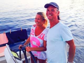 Martina & Eddie sailing with friends
