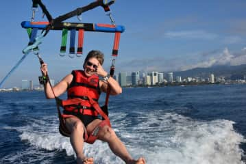 Travel and Parasailing in Oahu