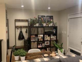Office/bookshelf/entry