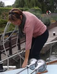 Sailing with narrow boat on Thames