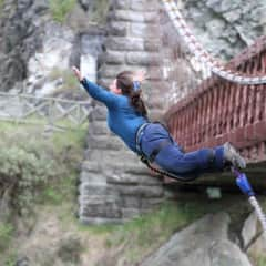 Del bungy jumping in New Zealand
