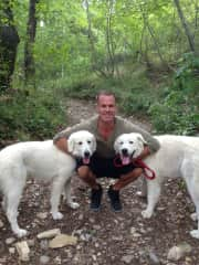 Phil with Ioni and Breta hiking in Italy