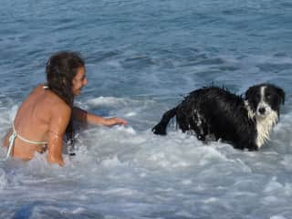 Playing with Kenay, in the countryside he loves water!