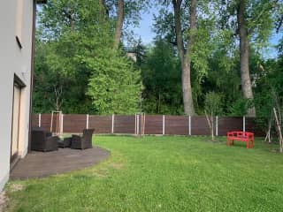 Large garden, a great space for reading, painting, and enjoying a meal