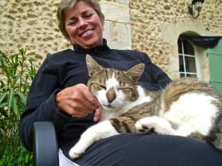 Dana with a friend (France housesit)