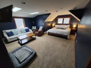Master Suite (Upstairs)