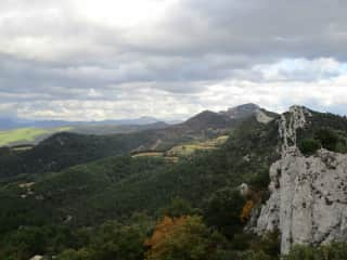 We like to hike, overhere in the south of France in Les Dentelles de Montmirail