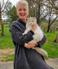 Leigh Ann and the lovely Hazel in France...she's a true farm cat if there ever was one. (Castelnaudary, France)