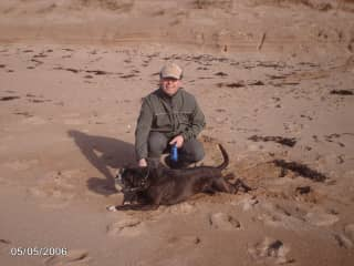 Jan with boxer Lobke on the Normandy beach