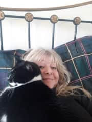 Heaven! Cuddles with Colin, petsitting on the Isle of Man, October 2019