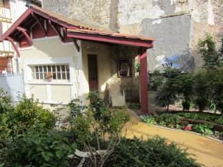 Garden house and abri